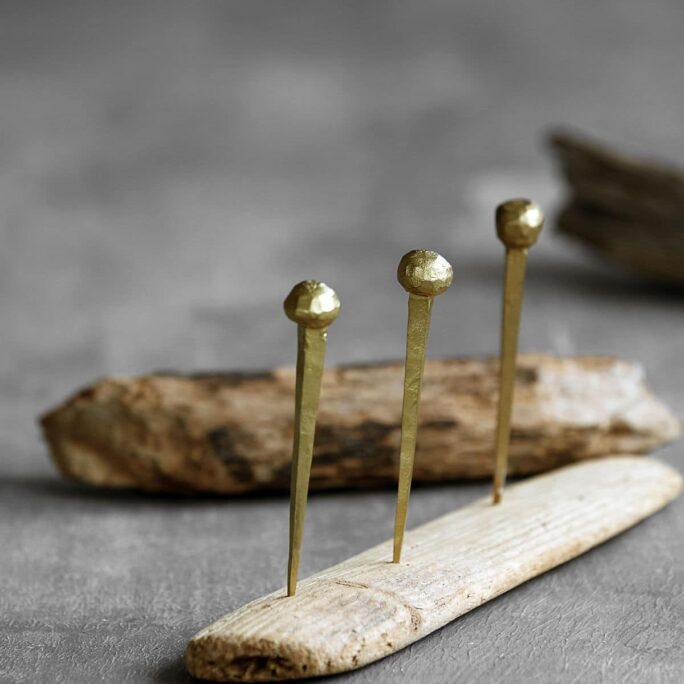 Clous décoratifs dorés