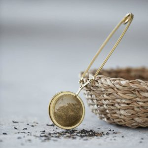 Boule à thé dorée