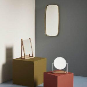 Miroir de table en métal blanc et plateau en bois